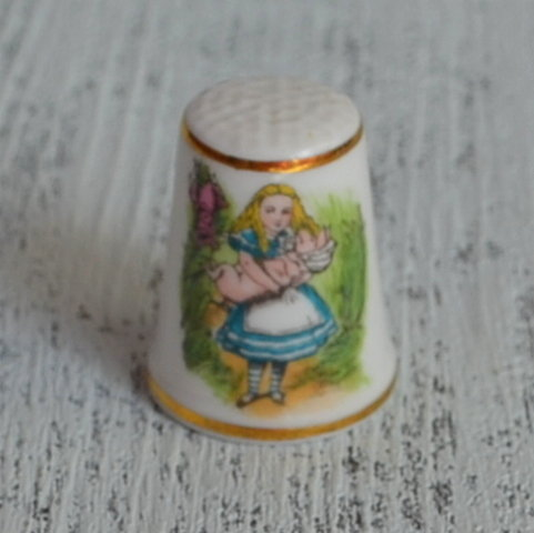 Напёрсток Алиса RARE ROYAL GRAFTON ALICE IN WONDERLAND HERALD nfd-0012